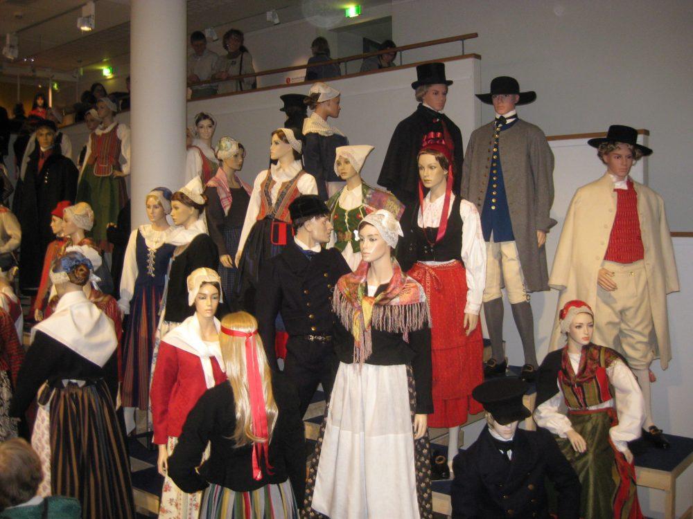 Suomalainen kansallispuku -näyttely