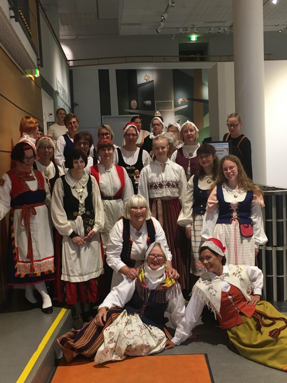 Kansallispuvut tuulettuivat Jyväskylässä